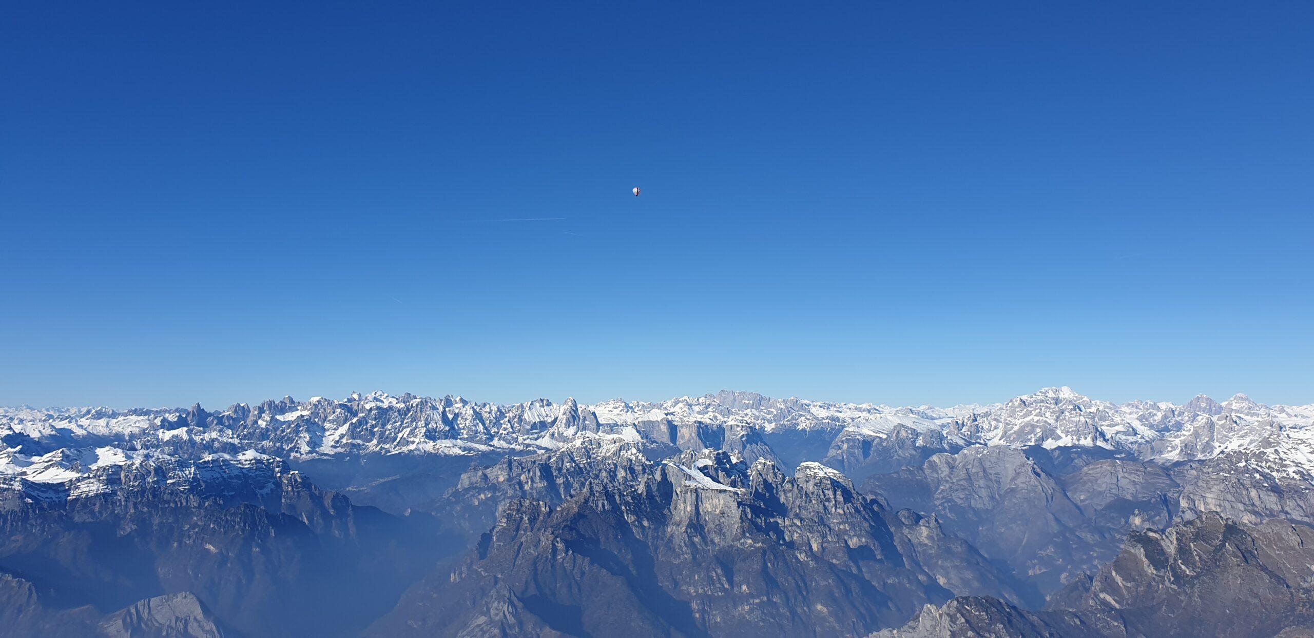 ballontur med udsigt over alperne